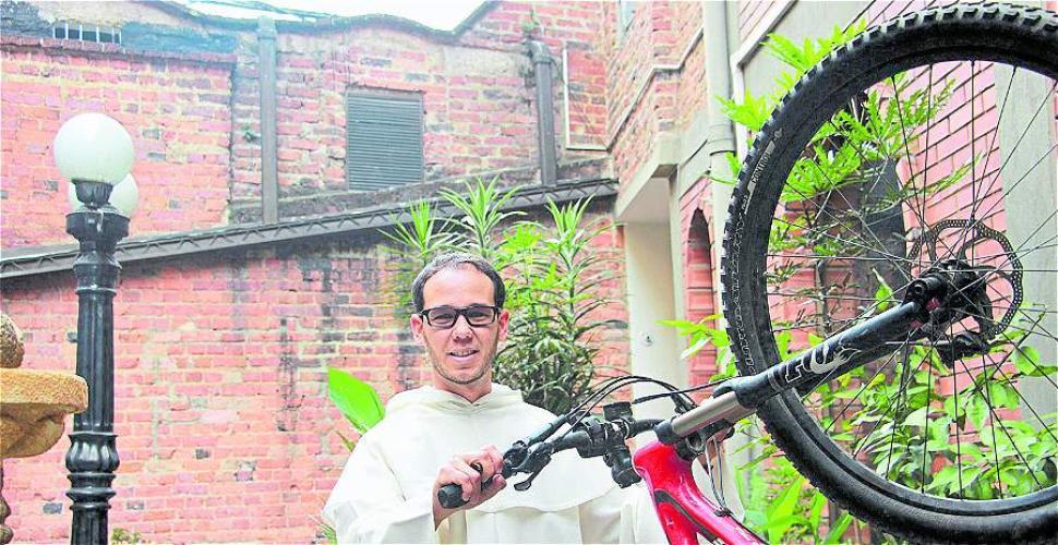 'La 'bici' y la oración se convirtieron en refugio'