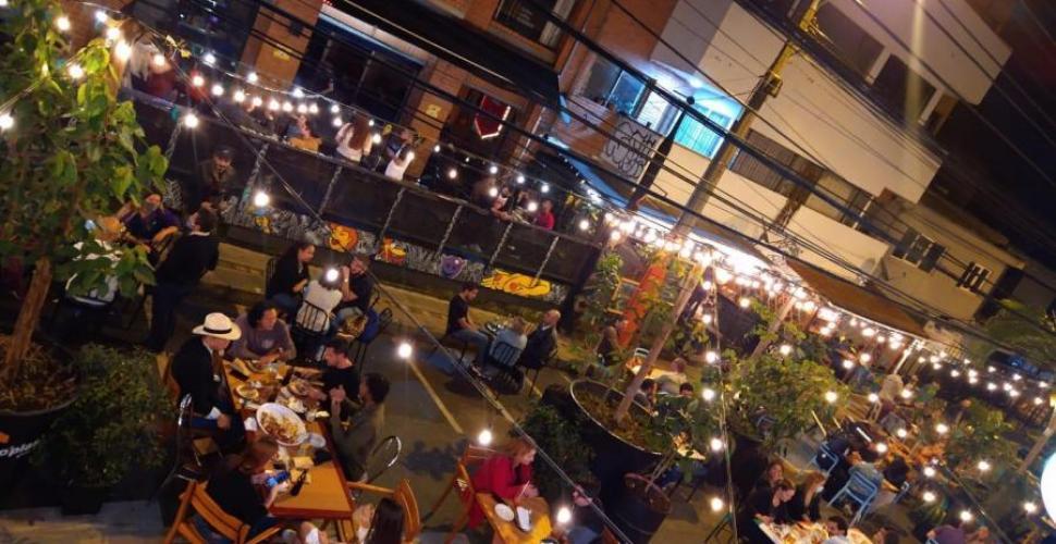 Peatonalizan vías en Medellín para favorecer restaurantes de la zona