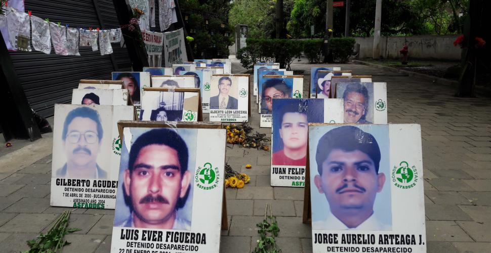 Toman muestras biológicas a familiares de desaparecidos en la comuna 13